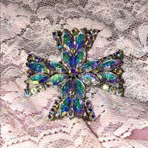 Beautiful WEISS vintage brooch in opal colors.